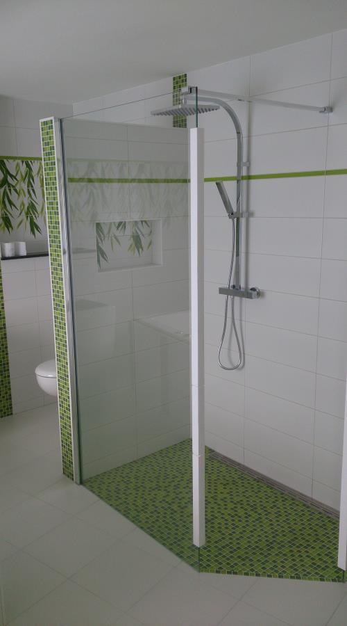 Bilder galerie und inspirationen f r badezimmer und mosaik for Komplette badezimmer angebote