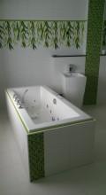 Komplette Badezimmer-Sanierung mit Mosaikeinlagen